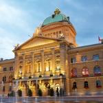 Suisse : Les 2 présidents du parlement suisse sont payés par l'assurance Groupe Mutuel. Normal ?