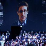 Edward Snowden interroge Vladimir Poutine à la télévision russe