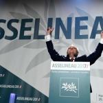 Politique : Au meeting d'Asselineau, on chante le « Frexit »