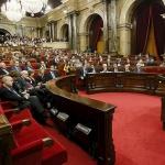 La déclaration d'indépendance de la Catalogne est signée, son application différée