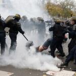 Macron se prépare au combat, il commande pour 22 millions d'€ de matériel de répression du peuple