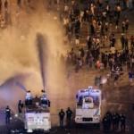 France : Après la victoire des bleus au mondial, images de liesses atypiques sur les Champs-Élysées