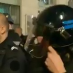 Pau : des CRS retirent leurs casques face aux Gilets jaunes sous les applaudissements (VIDEO)