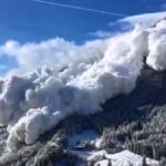No comment : Spectaculaire avalanche dans les Alpes suisses