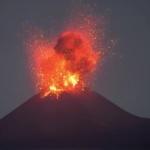Environnement : Impressionnante éruption en Indonésie