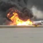 À Moscou, un avion de ligne prend feu lors de l'atterrissage d'urgence, faisant 41 morts