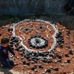"""L'image du jour : Palestine et ces enfants au quotidien. """"De l'amour à en pleuvoir"""". Merci à tous ces amoureux de la vie pour leur soutien et leur travail."""