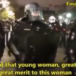 France : Les forces de l'ordre retirent leurs casques lors d'une manifestation / France : The police remove their helmets during a demonstration