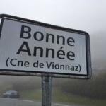 L'image du jour : Passer le cap du nouvel an dans le village Suisse Bonne Année /  Image of the day: New Year's Eve in the Swiss village Bonne Année (Happy New Year)