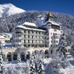 Confinements et restrictions, la Suisse des riches fait exception à la règle mondiale